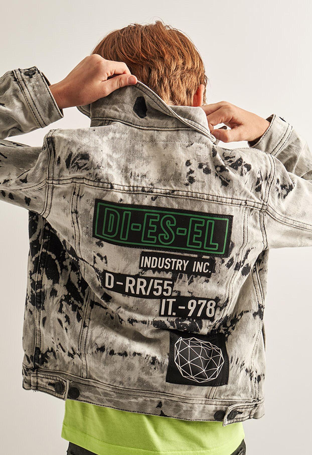https://si.diesel.com/dw/image/v2/BBLG_PRD/on/demandware.static/-/Library-Sites-DieselMFSharedLibrary/default/dw9fd09078/CATEGORYOV/2x2_90.jpg?sw=1244&sh=1814