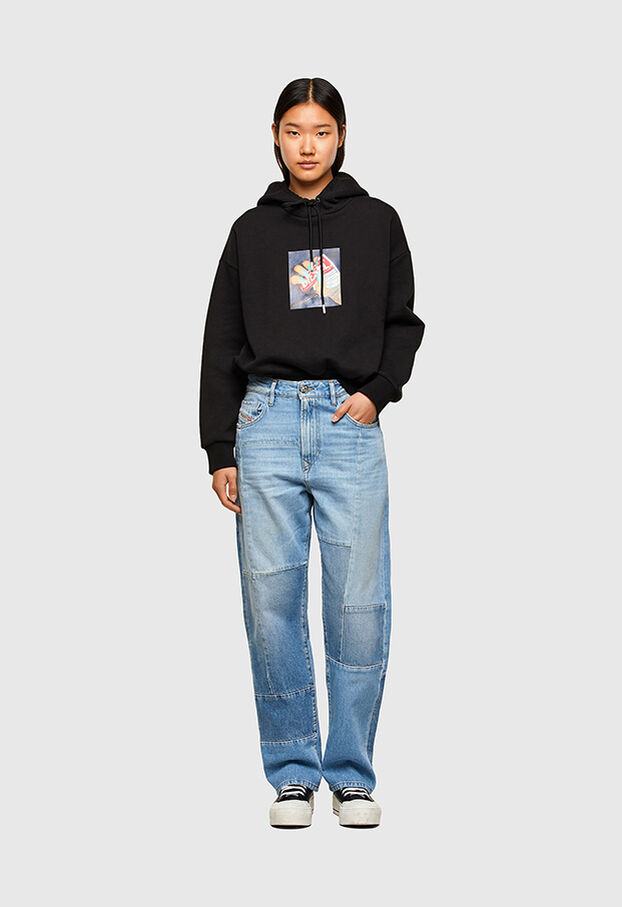 https://si.diesel.com/dw/image/v2/BBLG_PRD/on/demandware.static/-/Library-Sites-DieselMFSharedLibrary/default/dwee5df74f/CATEGORYOV/2X2_D-REGGY_DENIM-SPRING-LAUNCH_A01652_009ND_01_C.jpg?sw=622&sh=907