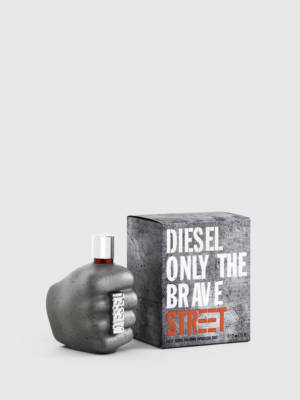 https://si.diesel.com/dw/image/v2/BBLG_PRD/on/demandware.static/-/Sites-diesel-master-catalog/default/dw9c0c42ed/images/large/PL0458_00PRO_01_O.jpg?sw=594&sh=792