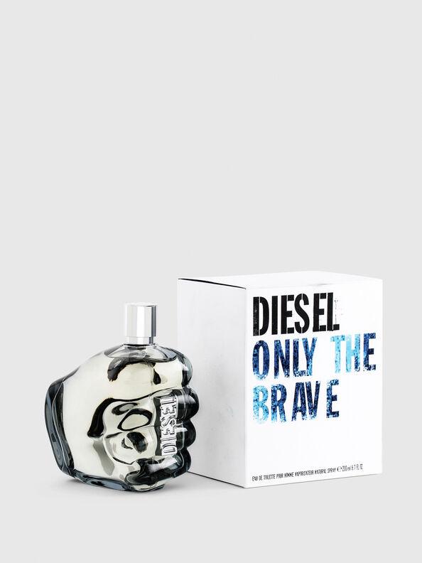 https://si.diesel.com/dw/image/v2/BBLG_PRD/on/demandware.static/-/Sites-diesel-master-catalog/default/dwa8860210/images/large/PL0305_00PRO_01_O.jpg?sw=594&sh=792