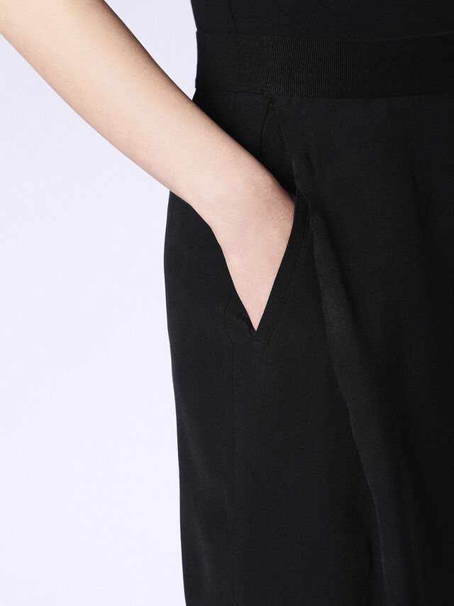 P-STEFY, Opaque Black