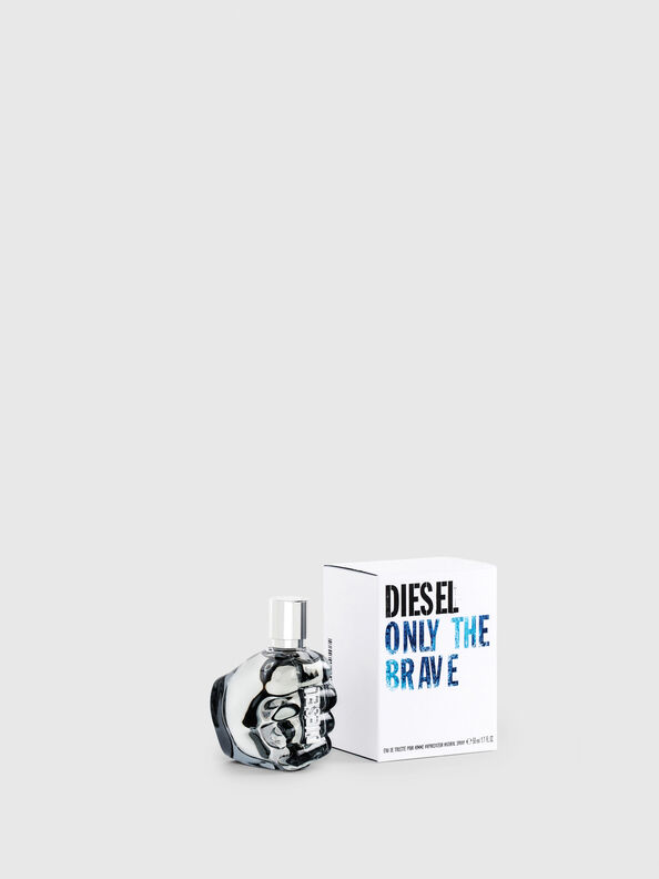 https://si.diesel.com/dw/image/v2/BBLG_PRD/on/demandware.static/-/Sites-diesel-master-catalog/default/dwd2393729/images/large/PL0123_00PRO_01_O.jpg?sw=594&sh=792